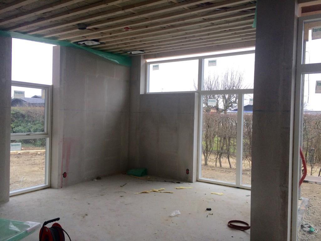 Stue med vinduer, det øverste lille er først bestilt og gjort klar til nu.