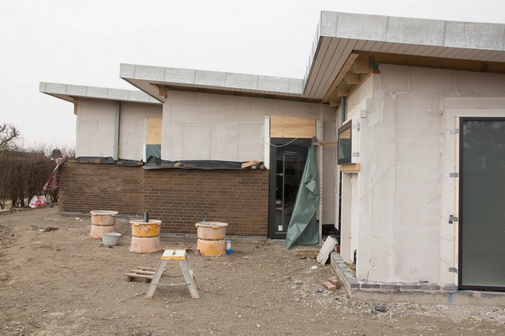 Østsiden har også fået nogle flere mursten og cisternen ind til forældrebad kan stadigvæk nås at komme ind i muren.