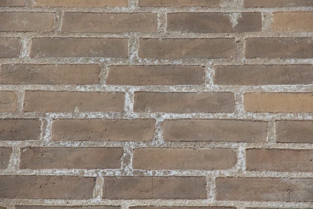 Er ikke tilfreds med fugerne i murværket. Flere steder ser det ud som her. Se også de næste billeder
