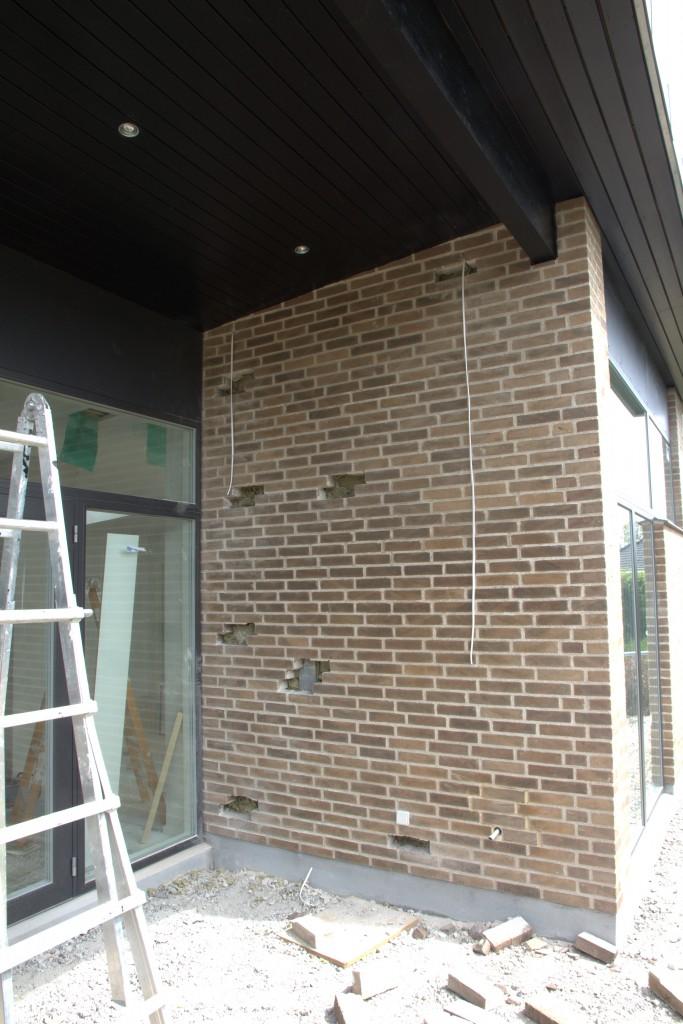 Grædemuren på terrassen er nu vist klar til at få lukket hullerne (igen).