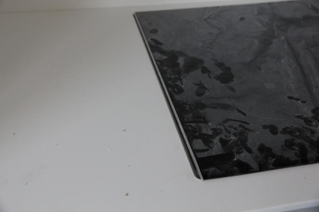 Hul i bordplade til kogeplader er for stort.